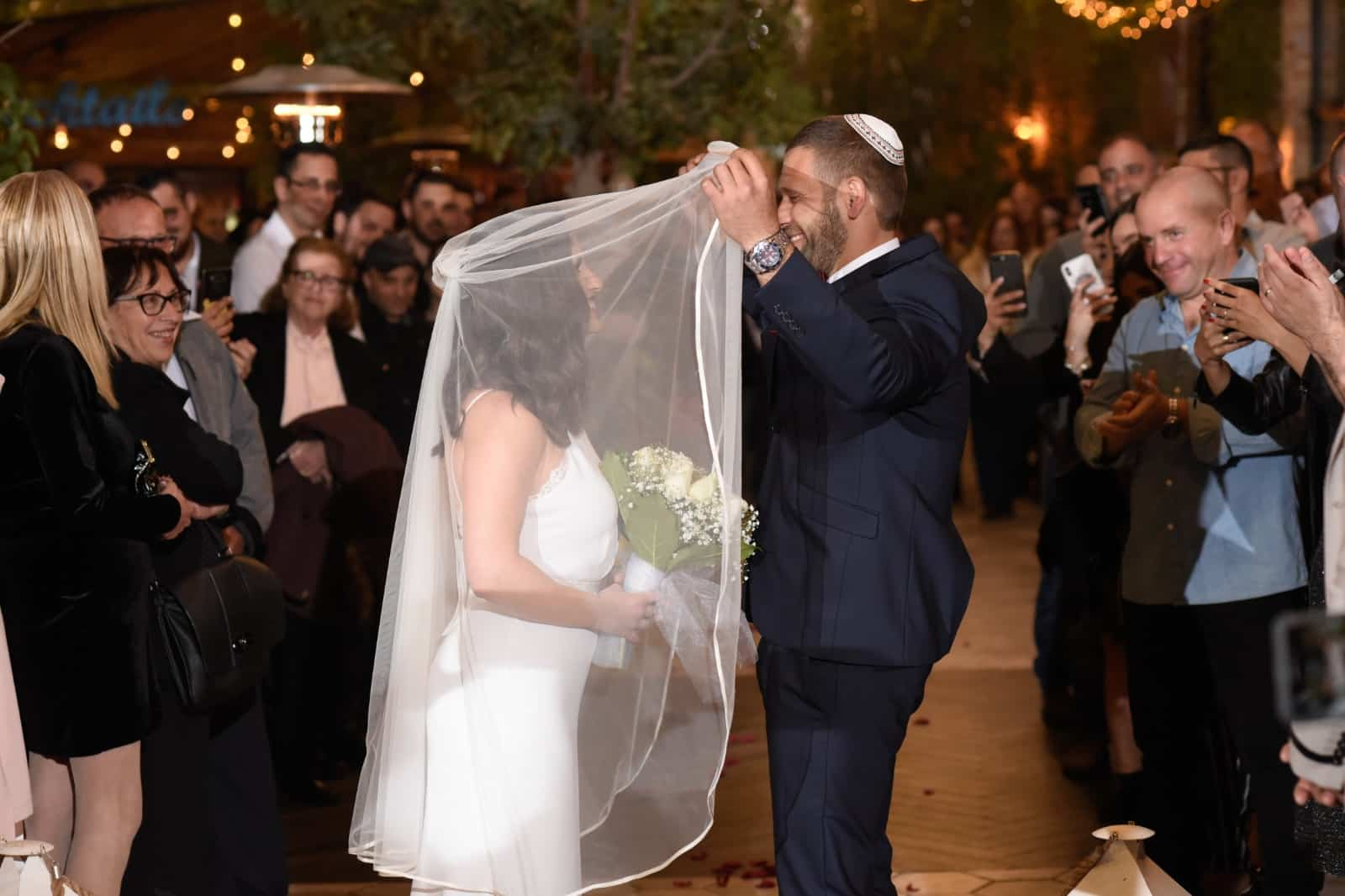 הורדת הינומה בחתונה