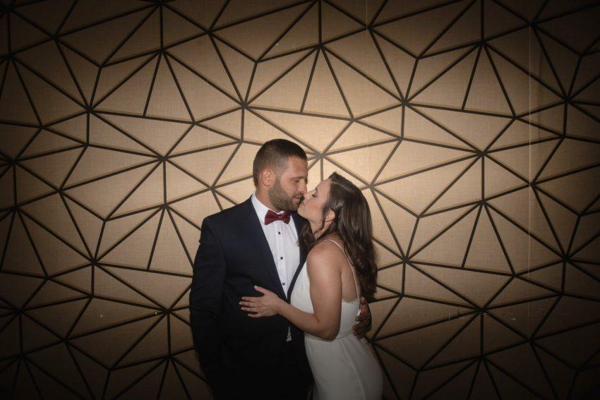 זוג מתנשק- גרייס אירועים